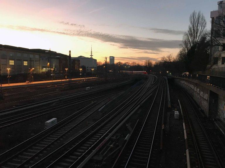 Hampuri auringonlasku junamatkailu Interrail junalla Italiaan maata pitkin matkailu