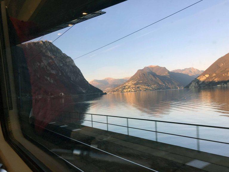 Junan ikkunasta Interrail junalla Italiaan maata pitkin matkailu