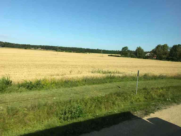 Hetkeen pysähtynyt blogi Interrail Italiaan Bussilla Berliiniin maalaismaisemaa